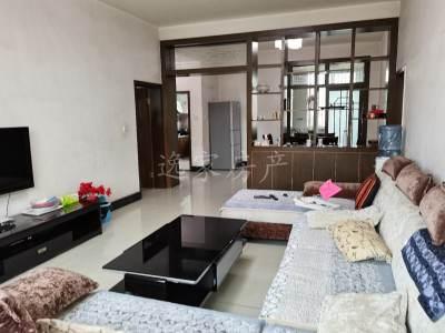 房间带大阳台的大三室,干净整洁!