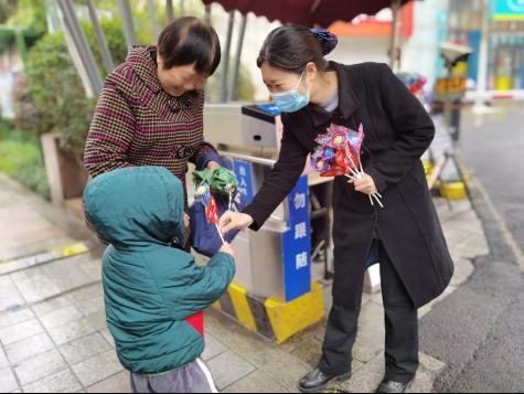 让人羡慕!浙江60多个小区女业主收到物业送的甜蜜礼物(1)367.png