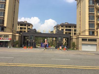 绿宝嘉园 电梯中层 116平大3房 房东包不满2年的税 急售看中再谈