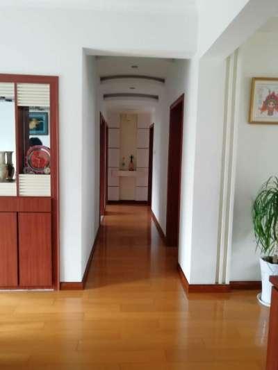 国际华城一村  多层5楼 精装3室2厅  有钥匙看房方便