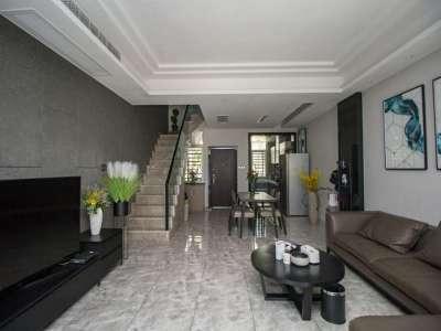 伟星蓝山半山墅4室2厅 豪装联排小区环境优雅。拎包入住 诚卖