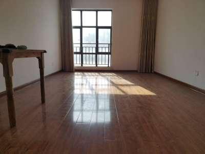 急售东方城一期,景观楼层两房,简装修满两年税少,看房我有钥匙